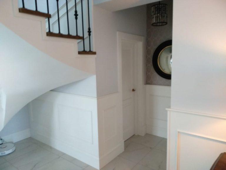 Лестница и двери из массива