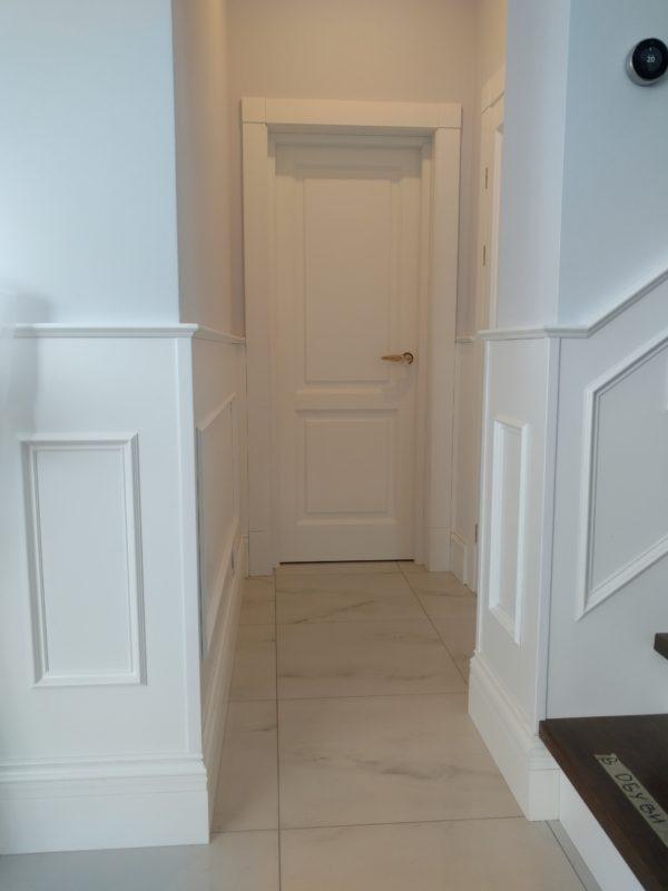 Межкомнатная дверь из сосны в СПб