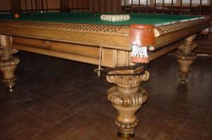 Бильярдный стол резной из массива