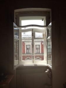 Окно в старый дом