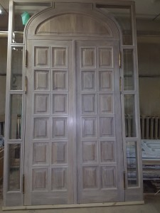 Арочные двери  по индивидуальным размерам, отделанные маслом