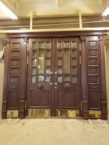 Дверной блок из массива дуба. Покраска с выделением текстуры дерева