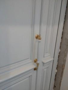 Двери из массива окрашенные