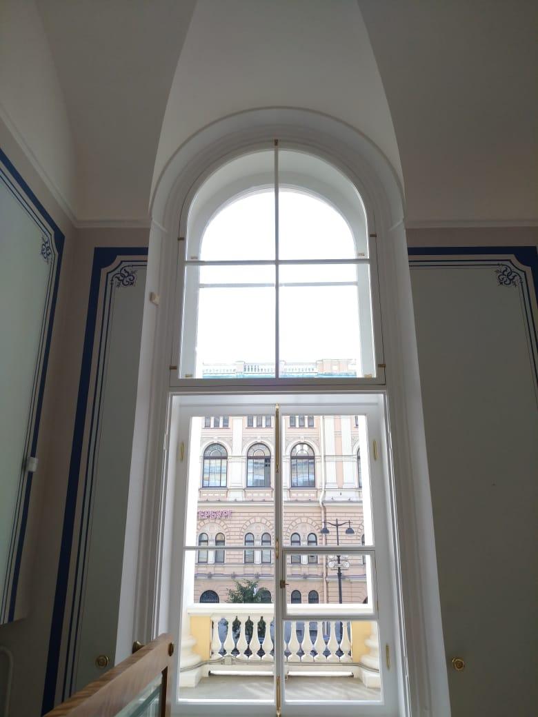 Окна арочные большие