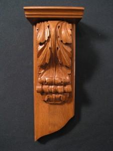 Резной декоративный элемент из массива дерева