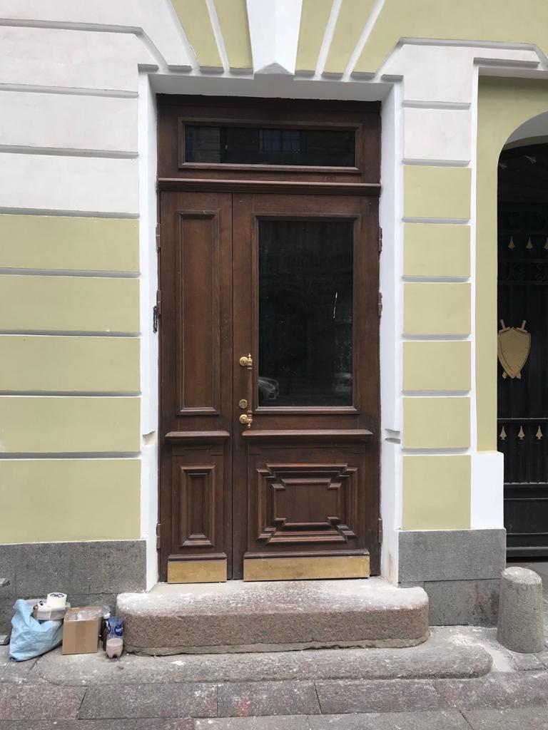 Двери входные дуб