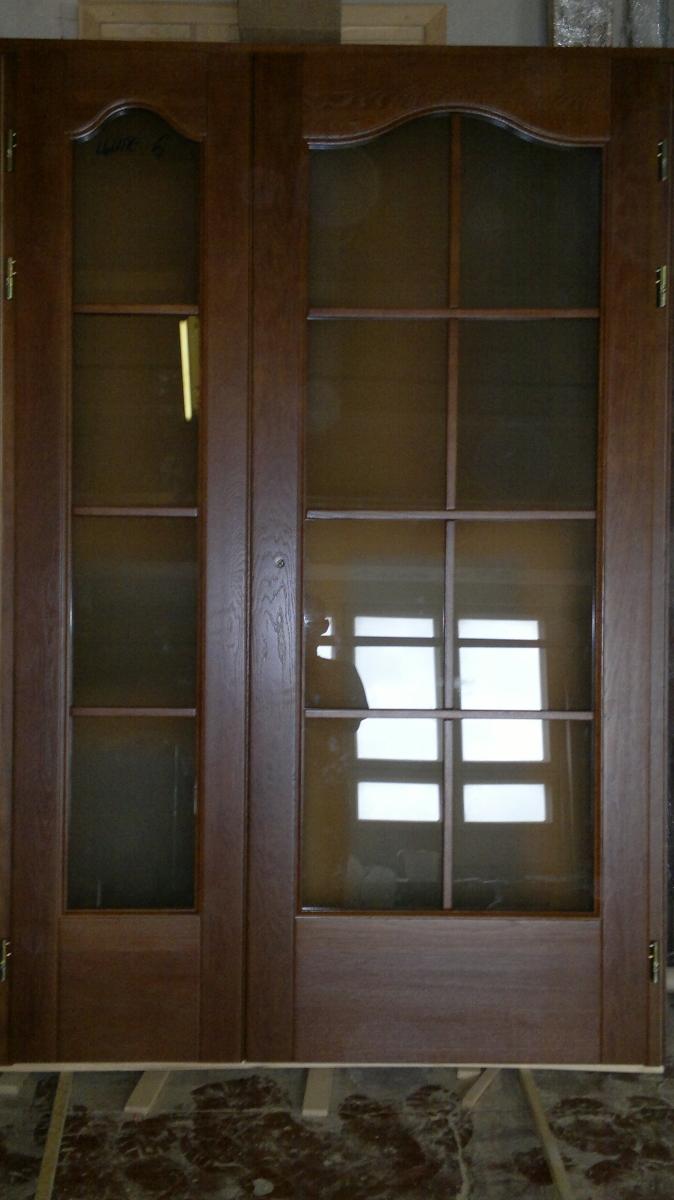 Межкомнатные двери со стеклом из массива дуба