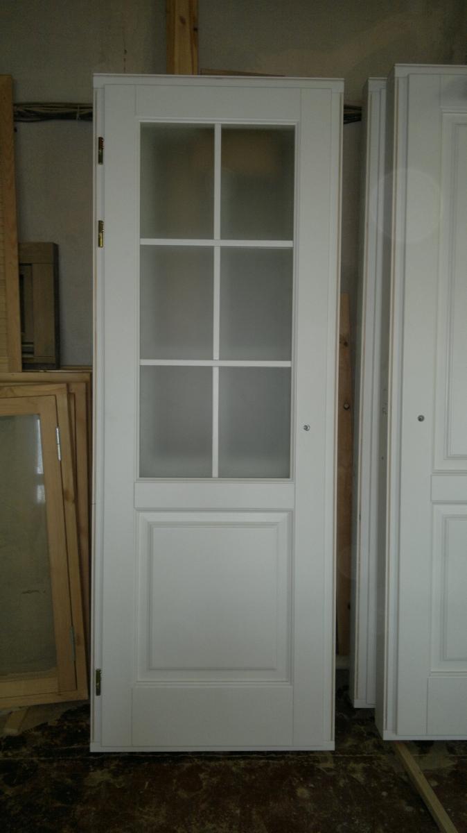 Двери межкомнатные белые со стеклом