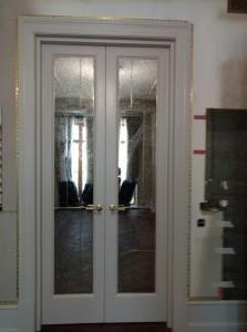 Межкомнатные двери с зеркалом.