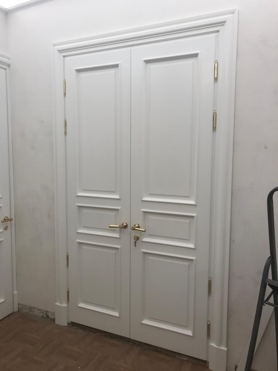 Двери сосна крашенные