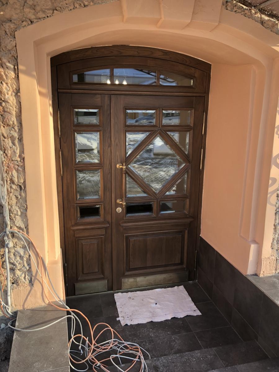 Дверь входная дуб