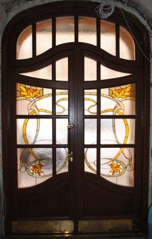 Входные двери с витражом