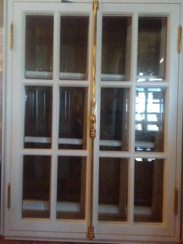 окно в историческом стиле в СПб