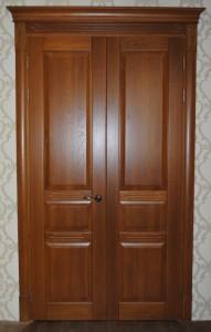 Дверь двухпольная из массива дуба с тремя филенками