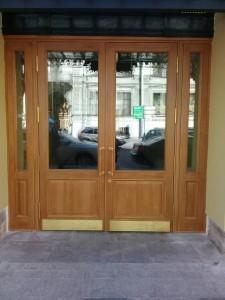 Двери дубовые входные
