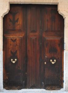Старинные двери входные из дуба