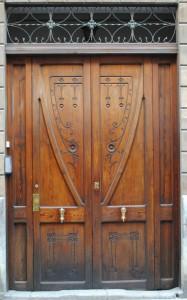 Двери под старину входные из дуба